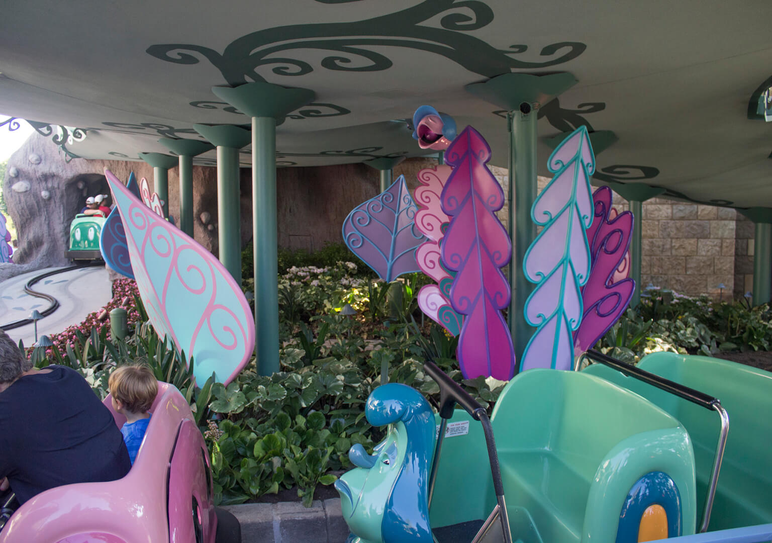 inside the magic - alice in wonderland ride